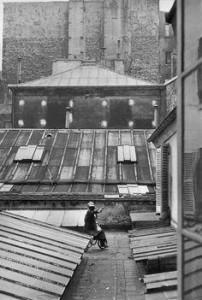Cours d'un hôtel , rue de la Boétie, Paris 1953