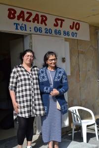 Ascension avec sa mère devant la boutique, rue Amédée VII à l'Ariane